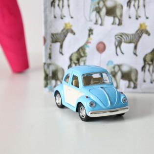 Voiture coccinelle Volskwagen bleu ciel